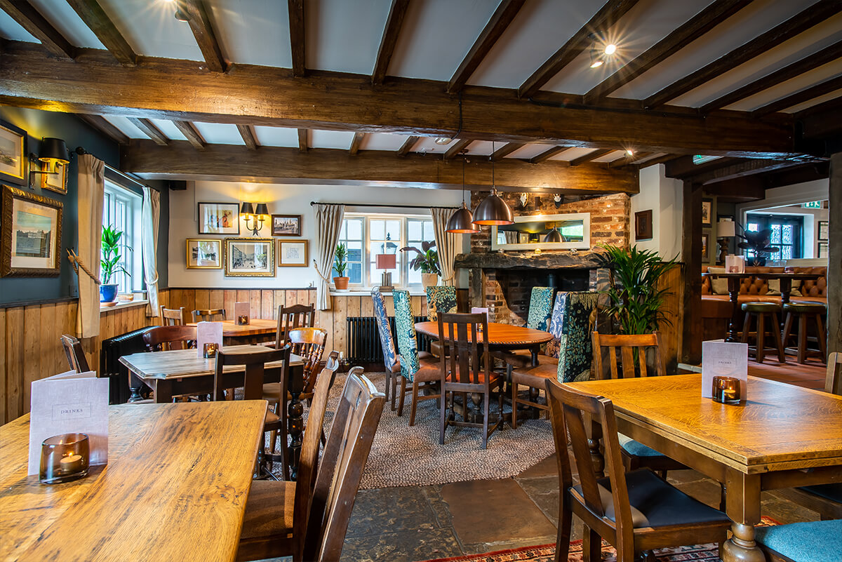 Look Inside Amp Outside Of The Spread Eagle Burton Upon Trent Vintage Inns